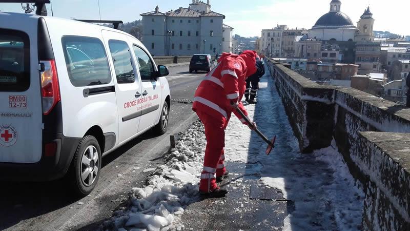 ghiaccio e neve per le strade